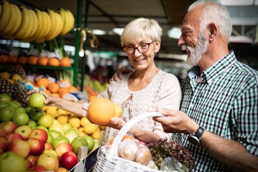 senior-couple-healthy-diet-shopping